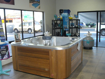Compass Pools Australia - Find a Dealer in Maryborough - Compass Maryborough and Bob_Batten_Pools 1
