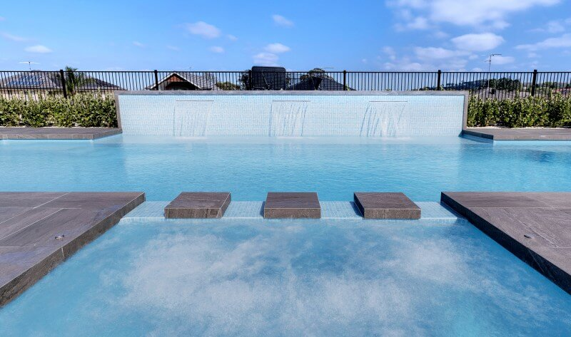 Selecting Between a Pool and Spa Combo and a Swim Spa