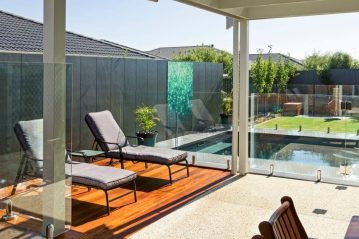 Compass Pools Australia Backyard pool by Gordon Ave Pools and Spas