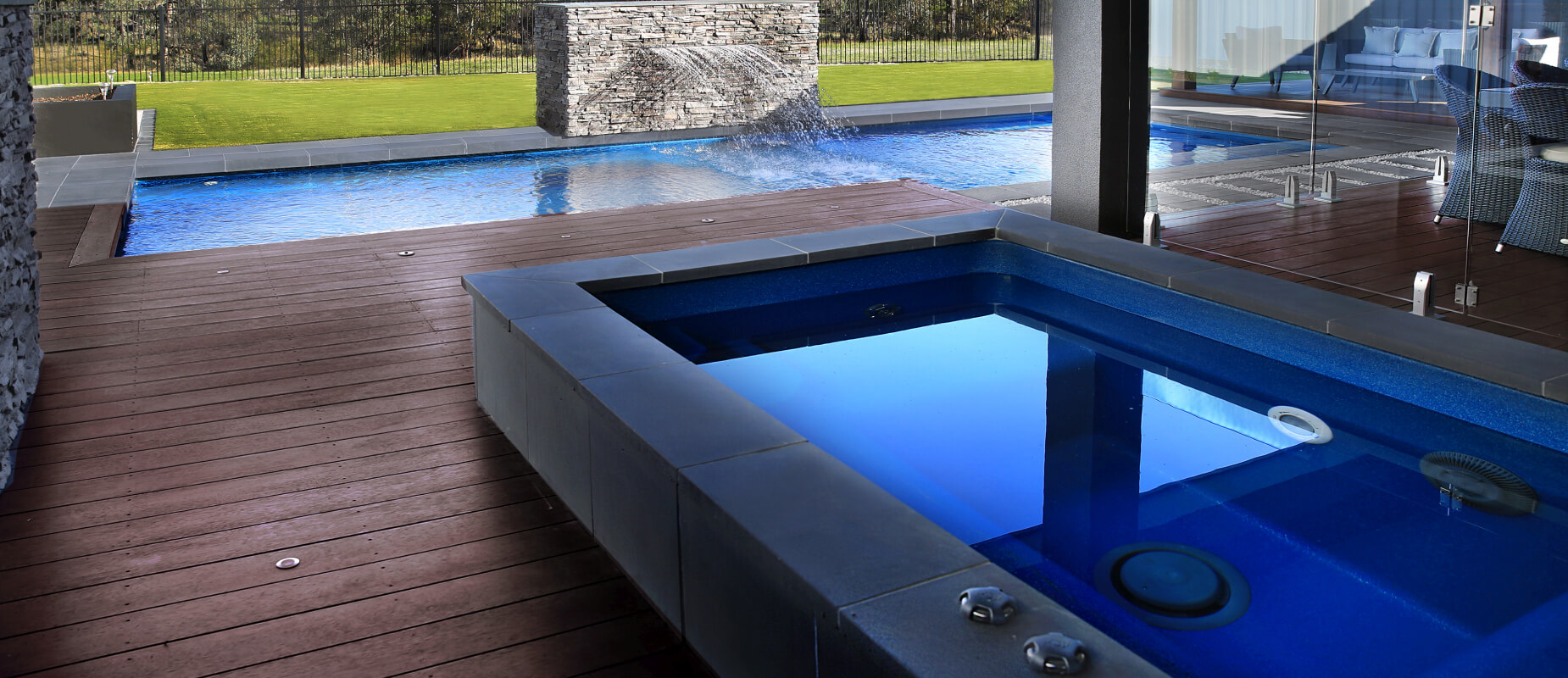 Fibreglass spa pool with a self standing spa