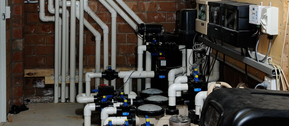 Plumbing and filtration system for a swimming pool