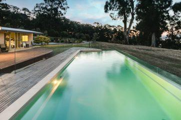 X-Trainer 11.8m fibreglass pool with Maxi Glass Edge in Trafalgar in Beach colour