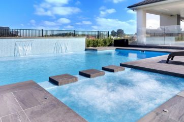 X-Trainer pool and spa combination with spa turned on