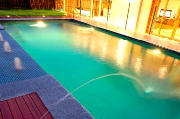 X-Trainer pool with Sunpod and deck jets water features