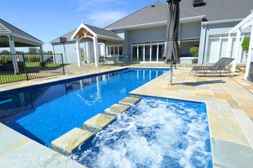 X-Trainer swimming pool and spa combination