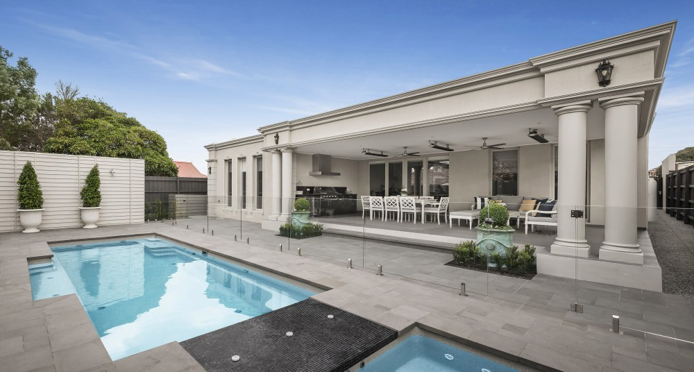 Vogue self cleaning swimming pool